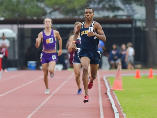 Key Alfred wins the 1600m run at the Class 4A Regional