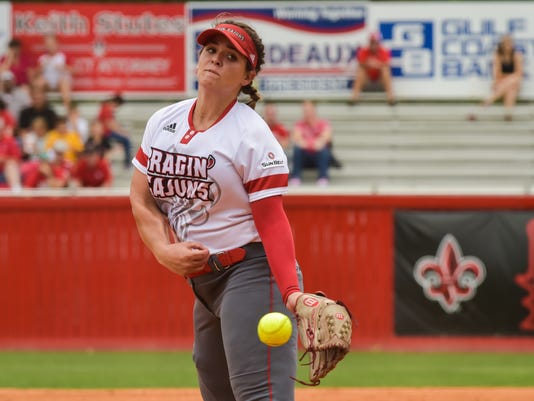 636290858457201336-Cajuns.softball.Coastal.04.29-9447.jpg
