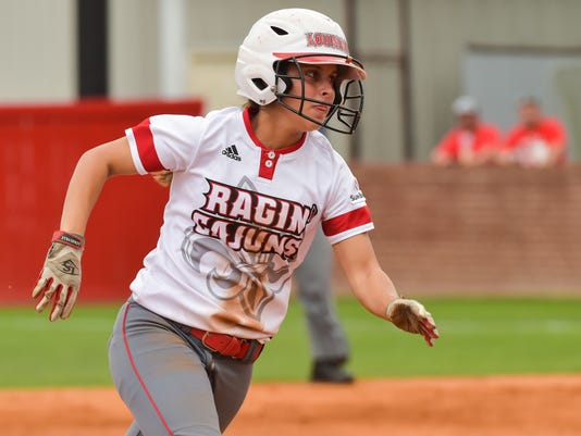 636290858664061314-Cajuns.softball.Coastal.04.29-9427.jpg