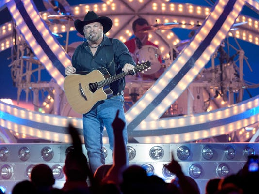 636338536460797750-Garth.Brooks.Concert.06.23-1077.jpg