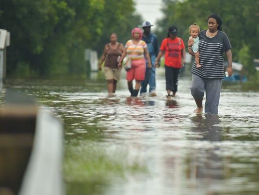 636343595751921916-Carencro.Flooding.06.29-1963.jpg