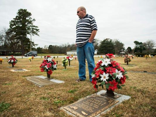 636481690241531332-JM.graves.120617001.jpg