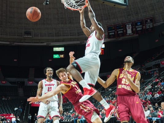 636481975532014287-Cajuns.Loyola.mens.basketball-12.6-1430.jpg