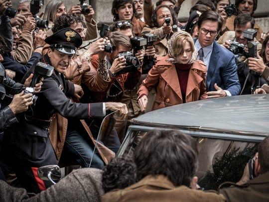 Fletcher Chace (Mark Wahlberg) helps Gail Harris (Michelle