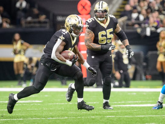 Saints runningback Alvin Kamara sruns the ball as The