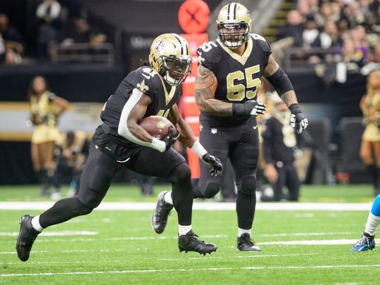 Saints runningback Alvin Kamara sruns the ball as The