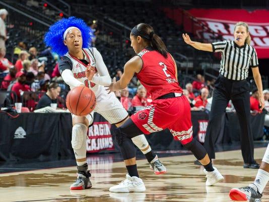 636555328030625305-Cajuns.Arkansas.Women.Basketball-03.01-5618.jpg