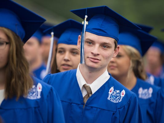 636629424813979286-LP-pickens-graduation-052618-012.JPG