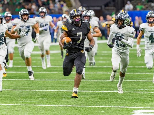636798126186203698-STM.Uhigh.football.state.12.07.18-0247.jpg