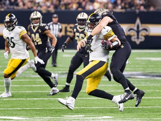 Saints linebacker Alex Anzalone sacks Steelers quarterback