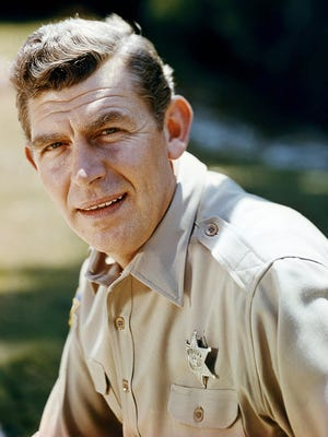 """American actor Andy Griffith (1926 - 2012) as Sheriff Andy Taylor in a promotional portrait for American sitcom """"The Andy Griffith Show,"""" circa 1965"""