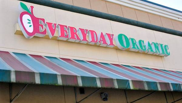 Everyday Organic owners Taylor and Breighanna Newnham have decided to close their organic foods restaurant.