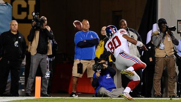 Giants wide receiver Victor Cruz injures his patella tendon attempting to make a catch during an NFL football game against the Philadelphia Eagles on October 12, 2014 in Philadelphia.