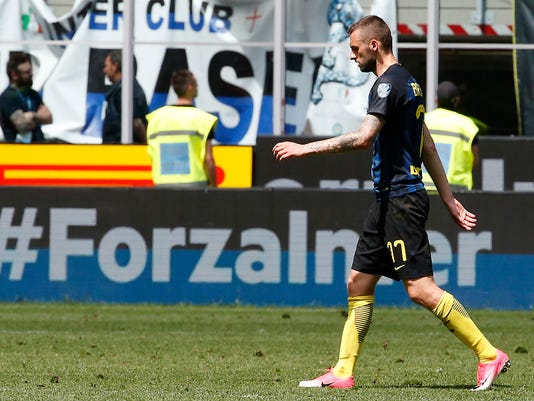 Inter Milan's Marcelo Brozovic leaves the field at the end of the Serie A soccer match between Inter Milan and Sassuolo at the San Siro stadium in Milan, Italy, Sunday, May 14, 2017. (AP Photo/Antonio Calanni)