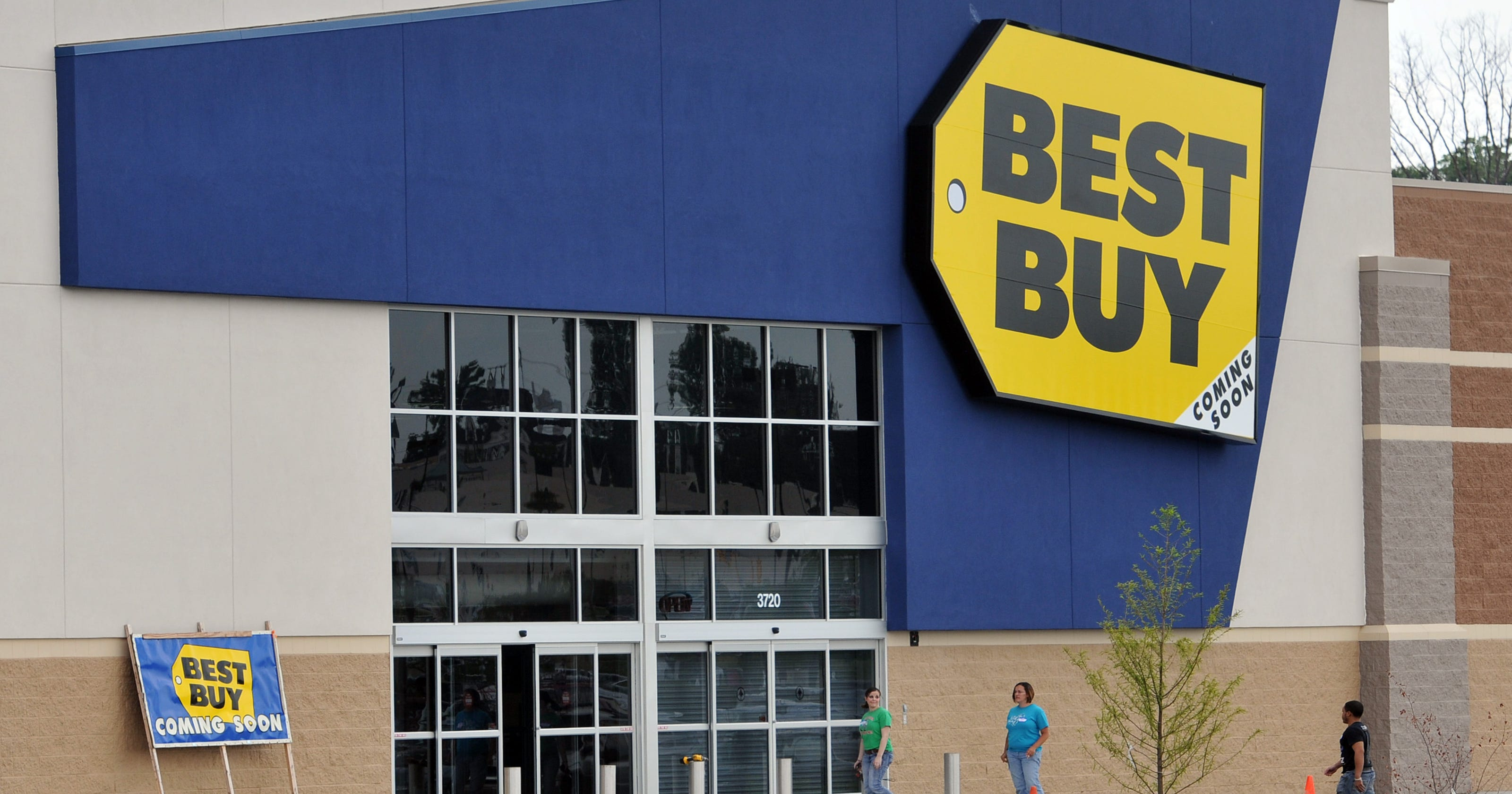 professor complains of racial profiling at local best buy - Best Buy Christmas Hours 2014