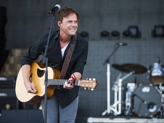 Bryan White performs second at Country Thunder Arizona