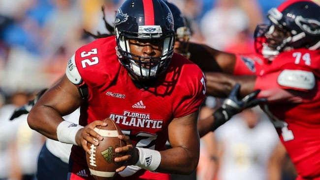 Florida Atlantic Owls quarterback Jaquez Johnson (32) carries the ball against FIU Golden Panthers during the first half at FAU Football Stadium.