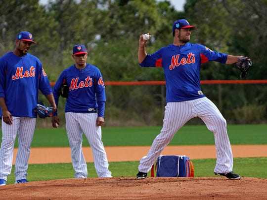 New York Mets relief pitcher Anthony Swarzak (38) throws