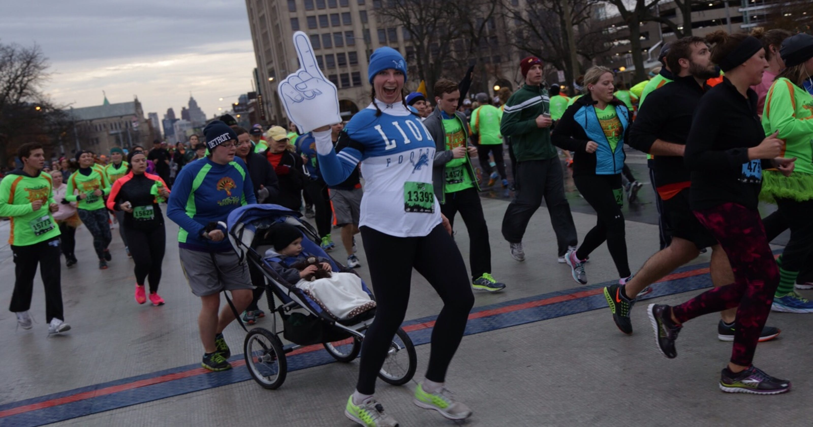 Turkey Trot runners kick off Thanksgiving in Detroit