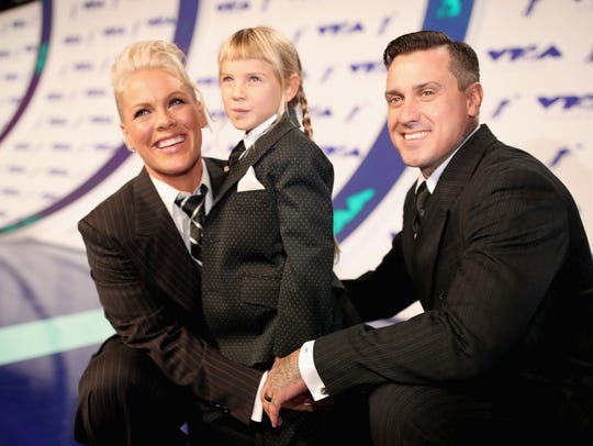 Pink, daughter Willow Sage Hart and husband Carey Hart