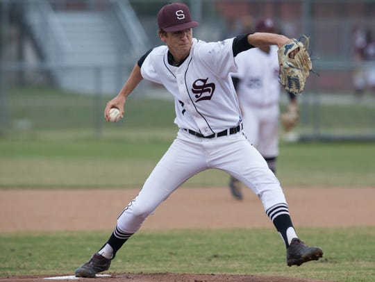 Sinton's Brett Brown throws a pitch during the first