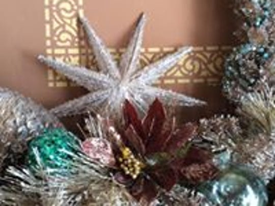 Decorating Iowa Governor's Mansion, Christmas, 2017