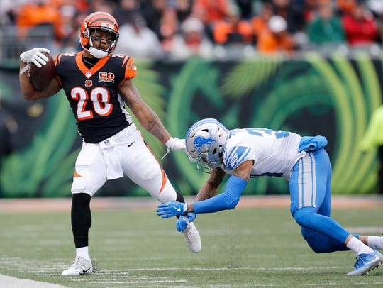 Cincinnati Bengals running back Joe Mixon (28) attempts