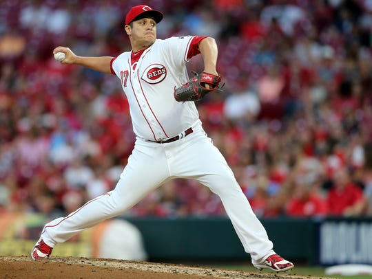Cincinnati Reds relief pitcher David Hernandez (37)