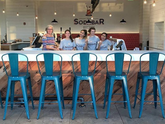 636452389171804889-The-Soda-Bar-team-at-the-counter.jpg