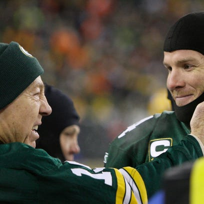 Green Bay Packers quarterback Brett Favre, right, talks