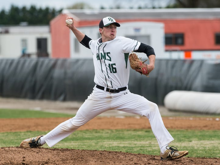 Parkside's Andrew Smith (16) throws a pitch during