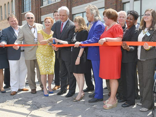 Tennessee Lt. Gov. Ron Ramsey, center,  prepares to cut the ribbon to the Birthplace of Country Music Museum on Saturday, Aug. 2, 2014, in Bristol, Va.