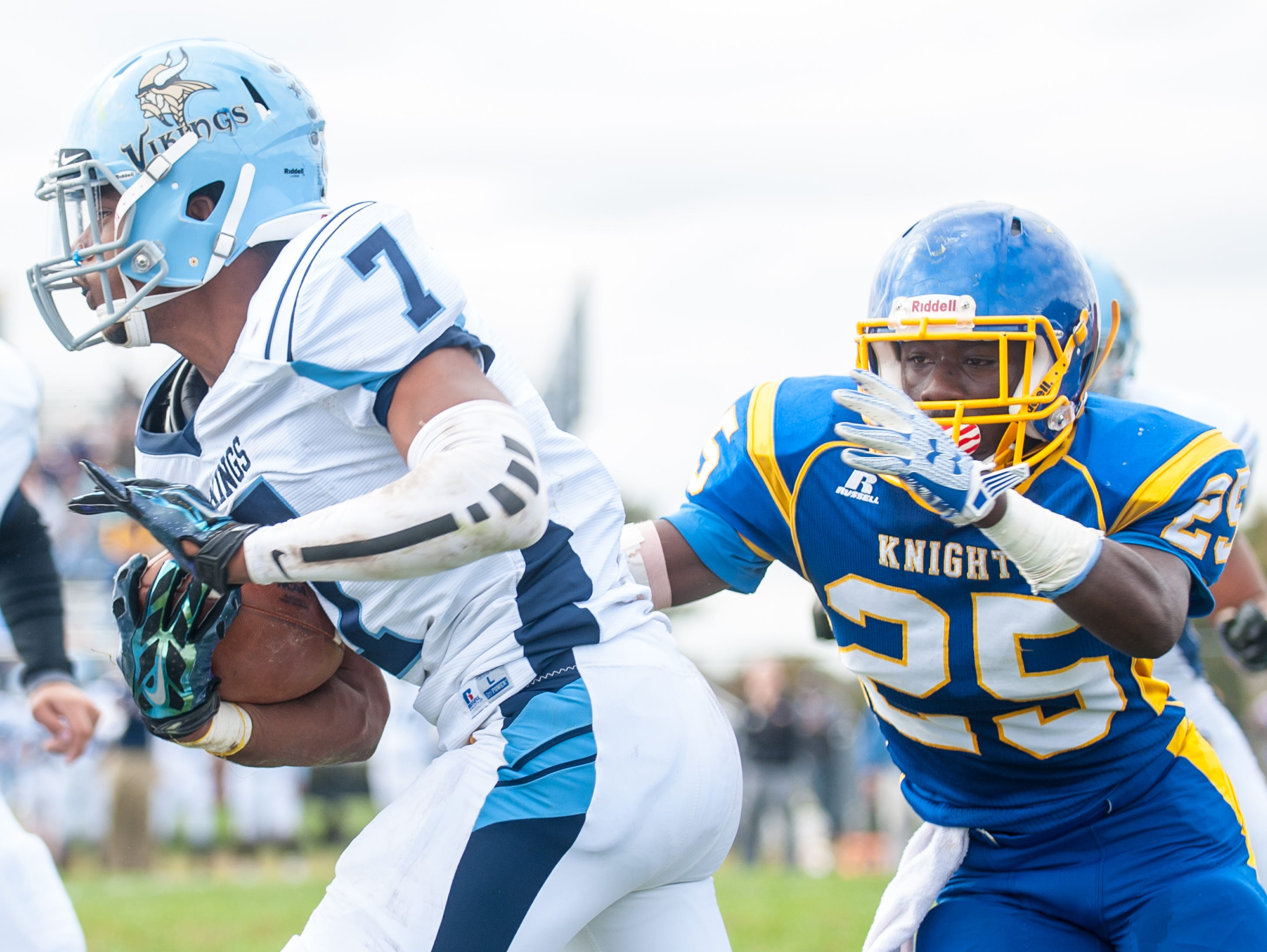 Cape Henlopen running back Jeremiah Smack (7) rushes against Sussex Central on Saturday afternoon at Sussex Central.