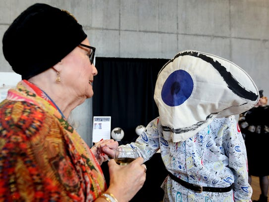 Salem Art Association Gallery Guides Linda McCrystal,