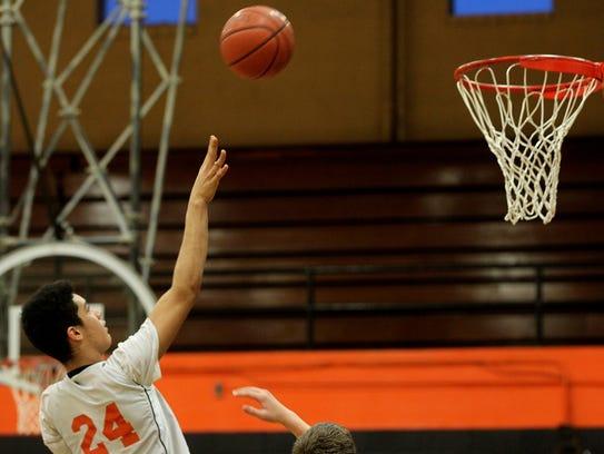 Trashaun Willis takes a shot during practice at Washington