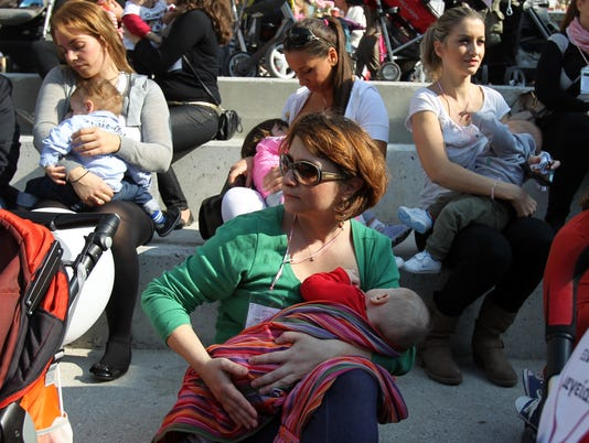 World Breastfeeding Week: Stunning and humorous photos of moms breasfteeding