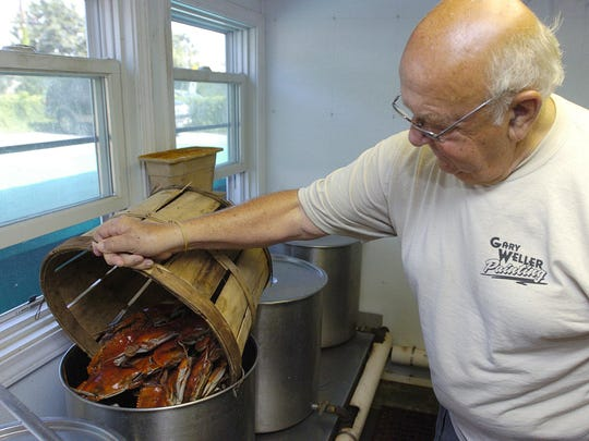 Ed Riggin, the owner of Ed's in Dewey Beach, prepares crabs in 2008. Riggin said he probably will not reopen the business after a 2014 fire.