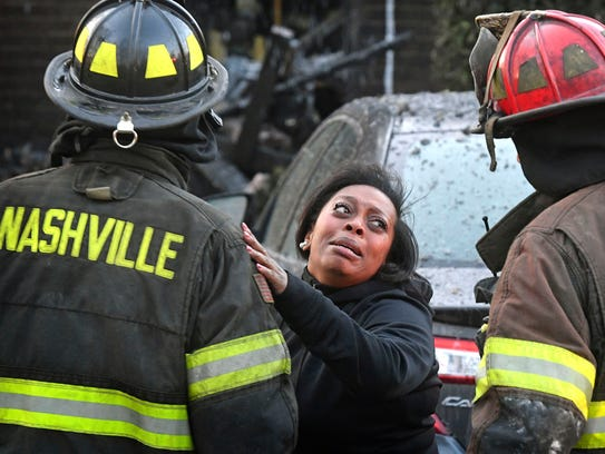 Rhonda Petty implores firefighters to search for her