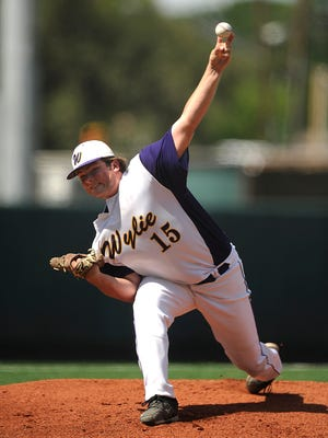 Wylie pitcher Connor Carlton (15) throws a pitch during the top of the second inning of the Bulldogs' 3-1 win over Texarkana Pleasant Grove in the Class 4A UIL state baseball semifinal on Wednesday, June 7, 2017, at Disch-Falk Field in Austin.