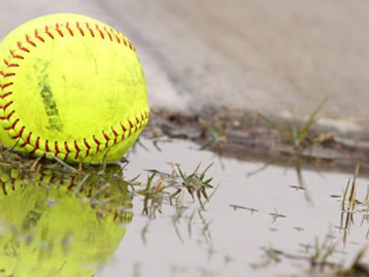 635979014545133164-Softball-in-the-rain.jpeg