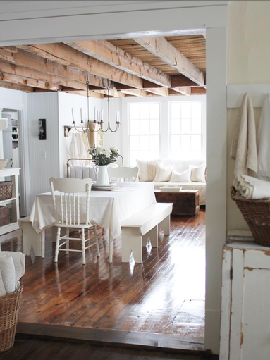 Farmhouse decor is all about creating a cozy, rustic
