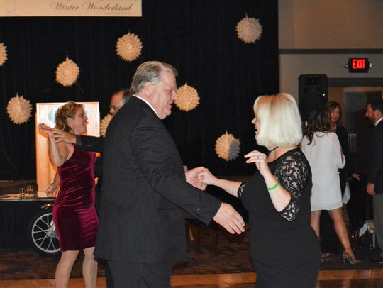 Dancing and music will return to the chamber's gala