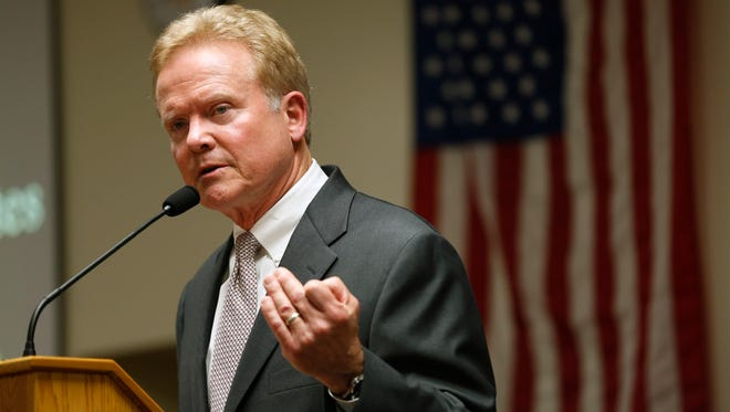Jim Webb, former U.S. senator from Virginia, speaks to the crowd at the Polk County Democrats' Spring Dinner.