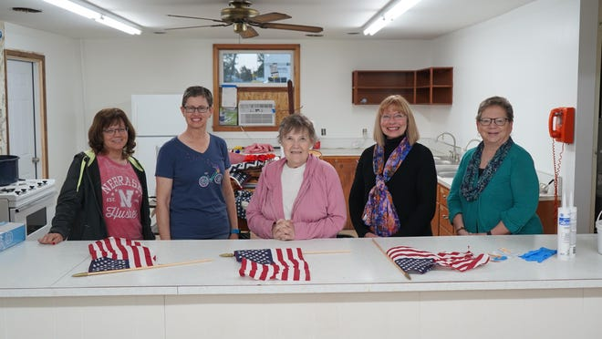 From left to right: Sheila Hachmeister, Linda Crawford, Mary Murphy, Laah Tucker, and Shawna Dunlap.