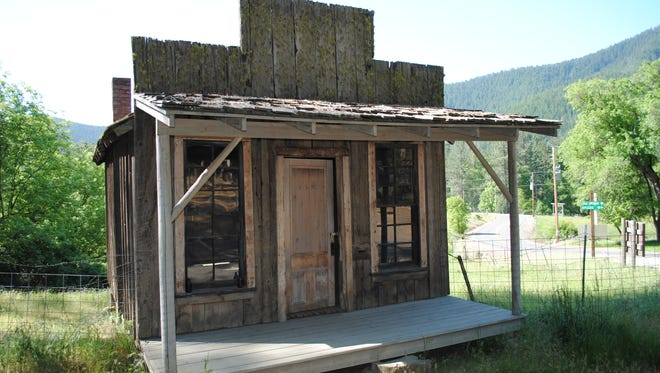 Oregon author Steve Arndt will share ghost town sights such as the Buncom Store and Post Office during his presentation at the Stayton Library.