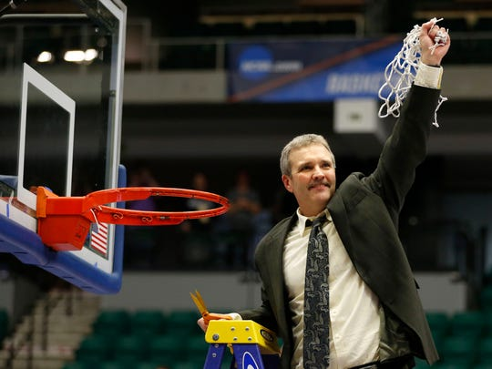 Augustana basketball coach Tom Billeter cuts down the net after defeating Lincoln Memorial in the 2016 Division II national championship game in Frisco, Texas.