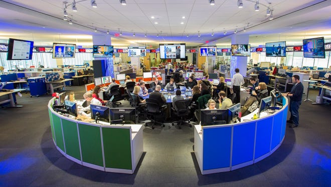 3/24/14 8:34:35 AM -- Washington, DC, U.S.A  -- USA TODAY General view of the Hub inside the USA TODAY newsroom during the morning news meeting. --    Photo by Andrew P. Scott, USA TODAY Staff ORG XMIT:  AS 130043 USAT NATIONAL NEWS DE [Via MerlinFTP Drop]