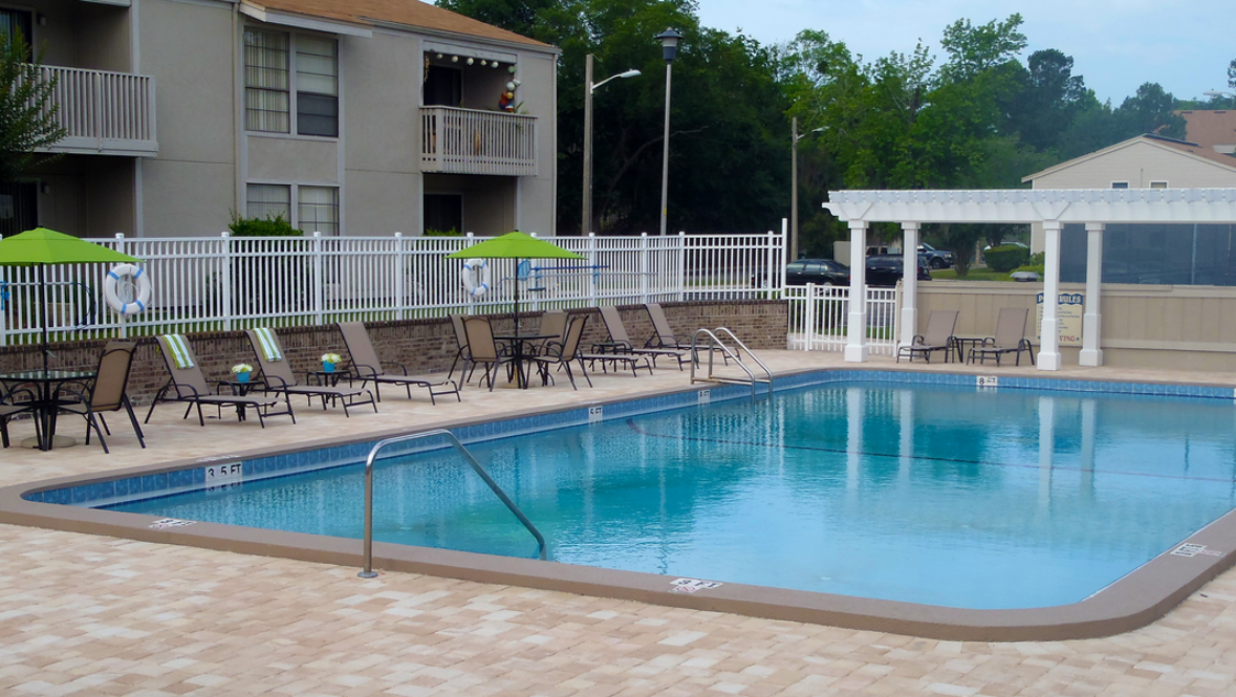 Report Uf Student Drowns In Off Campus Pool