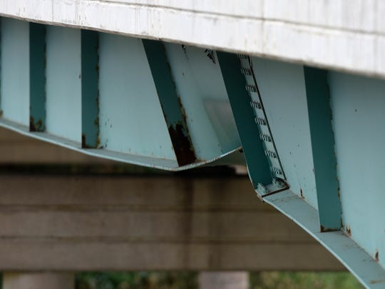 Damage to the 463rd overpass in the westbound lanes