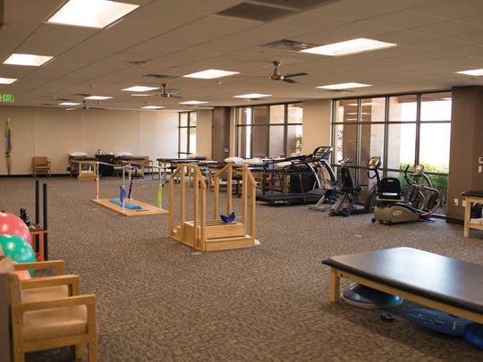The layout of the new dedicated clinic is an open format with an integrated plyometric area at its center to allow patients to perform rehabilitation exercises requiring running, jumping, sharp cutting.